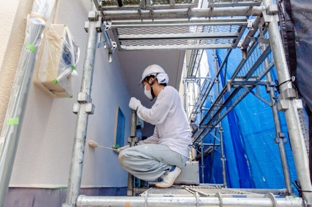 外壁劣化の種類と原因|剥がれやチョーキングなど塗装(補修)の施工方法
